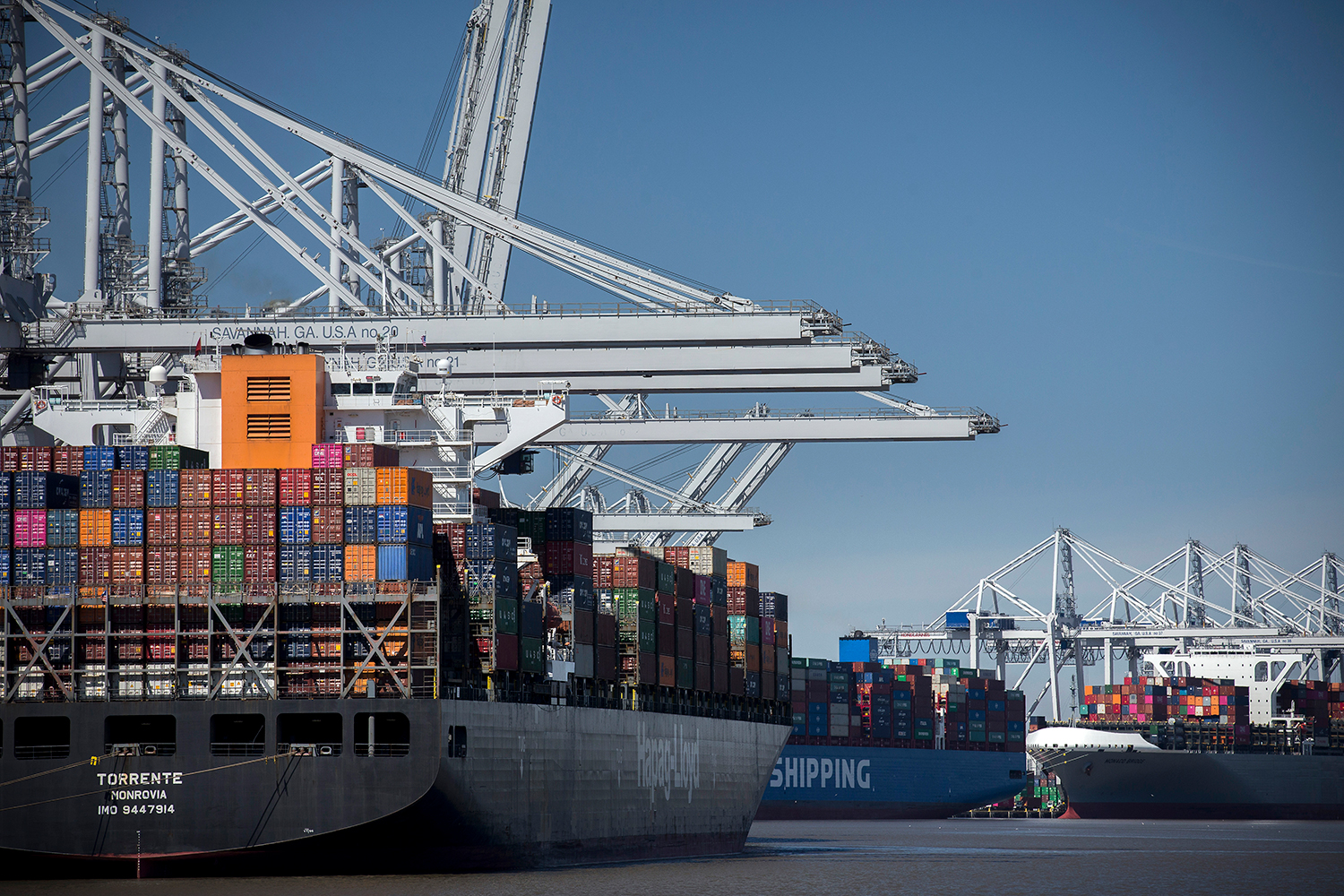 The Port of Savannah achieved an all-time high of 437,750 twenty-foot equivalent container units in August.Find print quality images    here   . (Georgia Ports Authority / Stephen B. Morton)