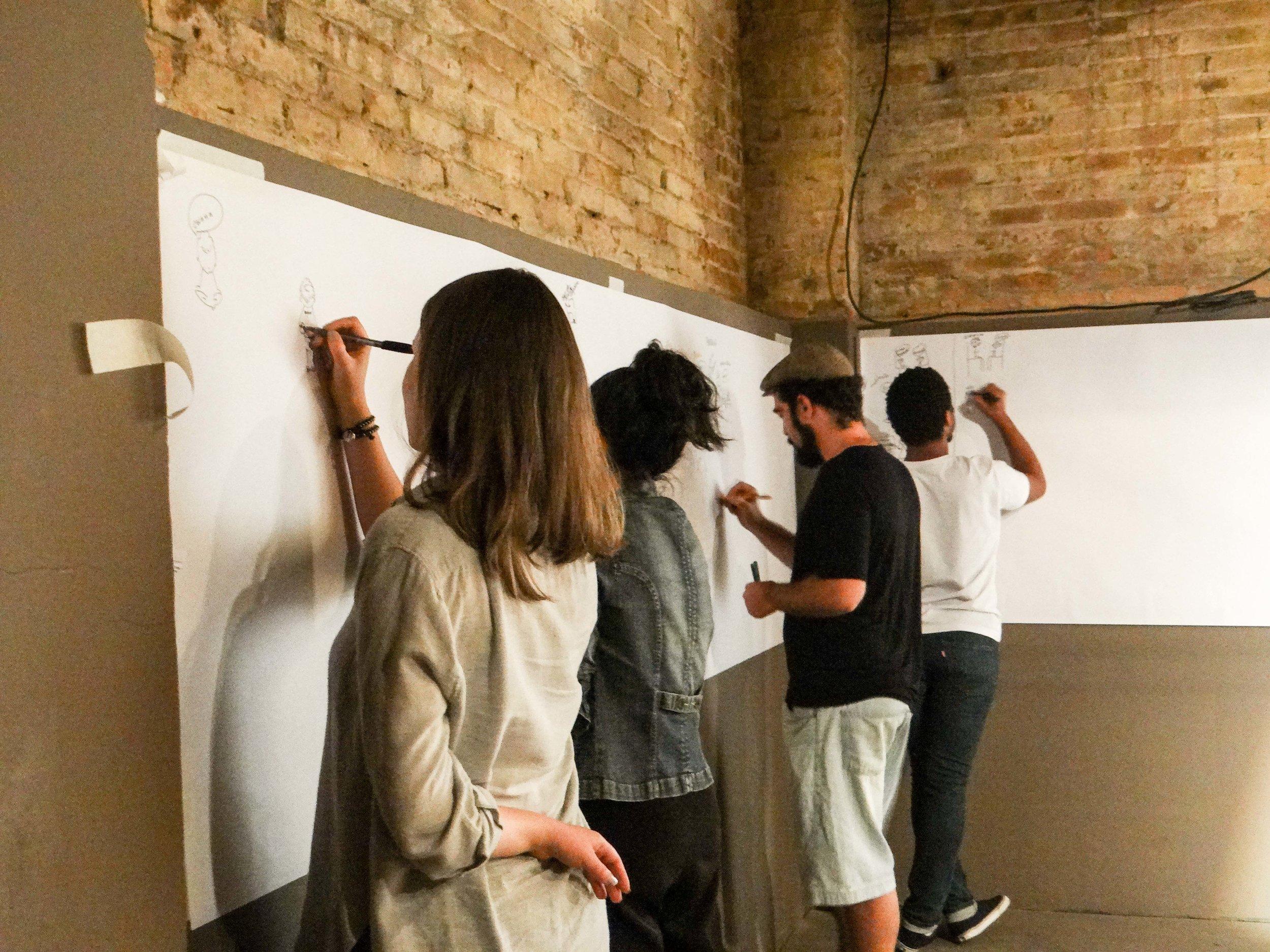 De 14 de agosto a 23 de outubro - FORMAÇÃO EM FACILITAÇÃO GRÁFICA - Com esse curso você terá ferramentas para traduzir um conteúdo falado ou escrito em anotações visuais para serem lidos de forma não linear, conduzindo o leitor para uma narrativa rica em metáforas visuais, instigante pela elaboração de cenários e altamente engajadora pela forma de comunicar.A metodologia é baseada na aprendizagem pela experiência, especialmente com exercícios de criatividade, escuta ativa, design de informação, desenho e criação de repertório para metáforas visuais. E aí? O que achou?