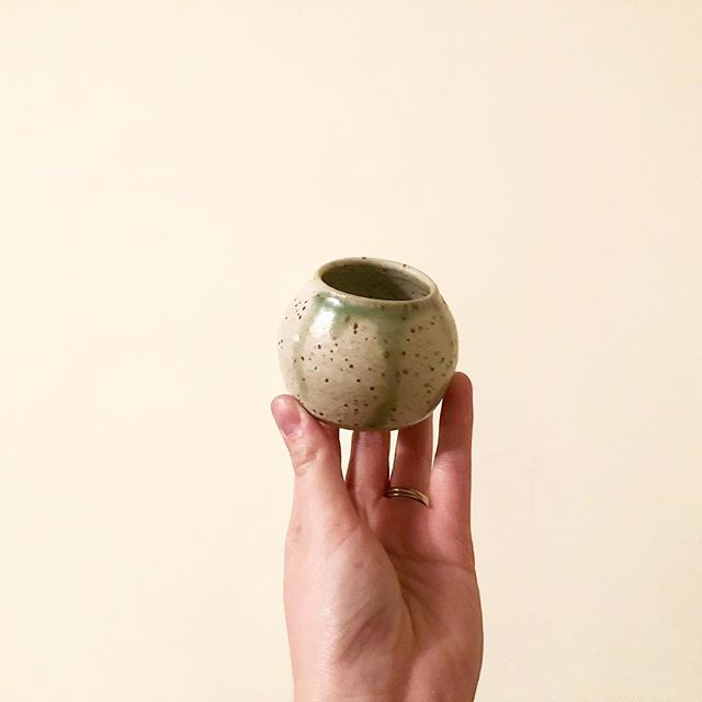 Tiny pot. 🌱 Does anyone know of a place in Vancouver that I could learn about making glazes? And firing techniques? The studio I am part of gives me so much opportunity to create, but not enough opportunity to learn more. 🤔