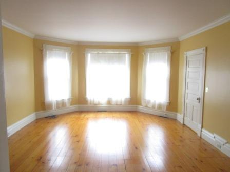 375 4th St SW Plv Living Room.JPG