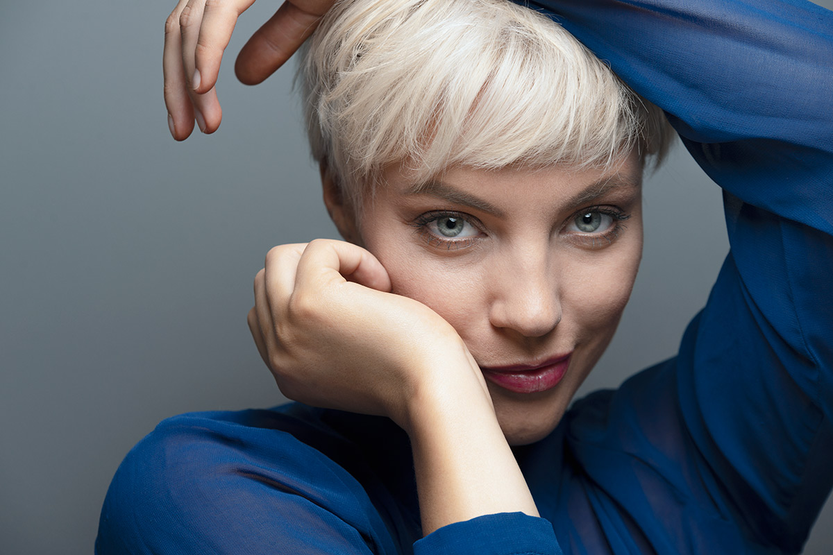Sisse-Marie-dramatic-portriat-blue-blouse.jpg