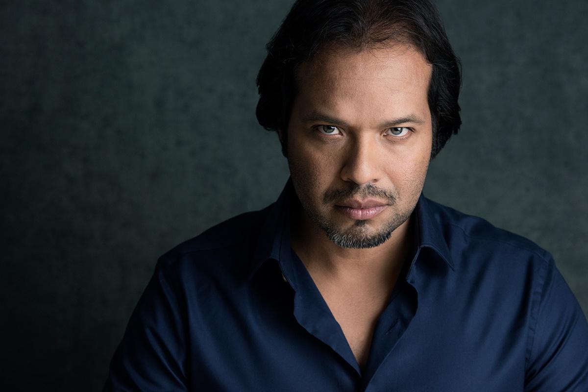 Alberto-Henriquez-portrait-blue-shirt.jpg