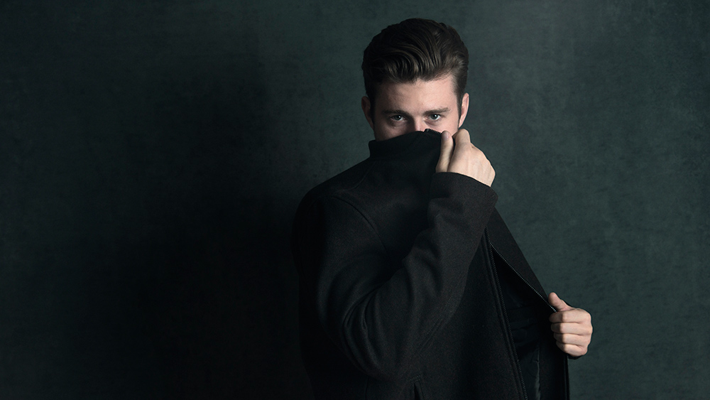 portrait-nick-carter-trenchcoat-16x9-web.jpg