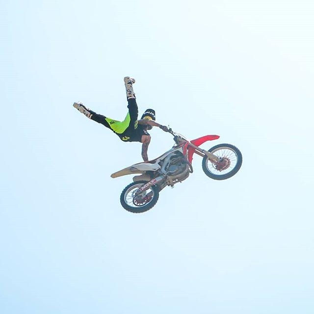 Ahhh! The Air walkers🔥 @shaunwebbfmx . . . #bikestunts #mrfsupercross #godspeed #godspeedracing #airwalkers #fmsci