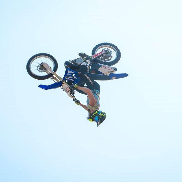 Ahhh! The Air walkers🔥 @gillies_777 . . . #bikestunts #mrfsupercross #godspeed #godspeedracing #airwalkers #fmsci