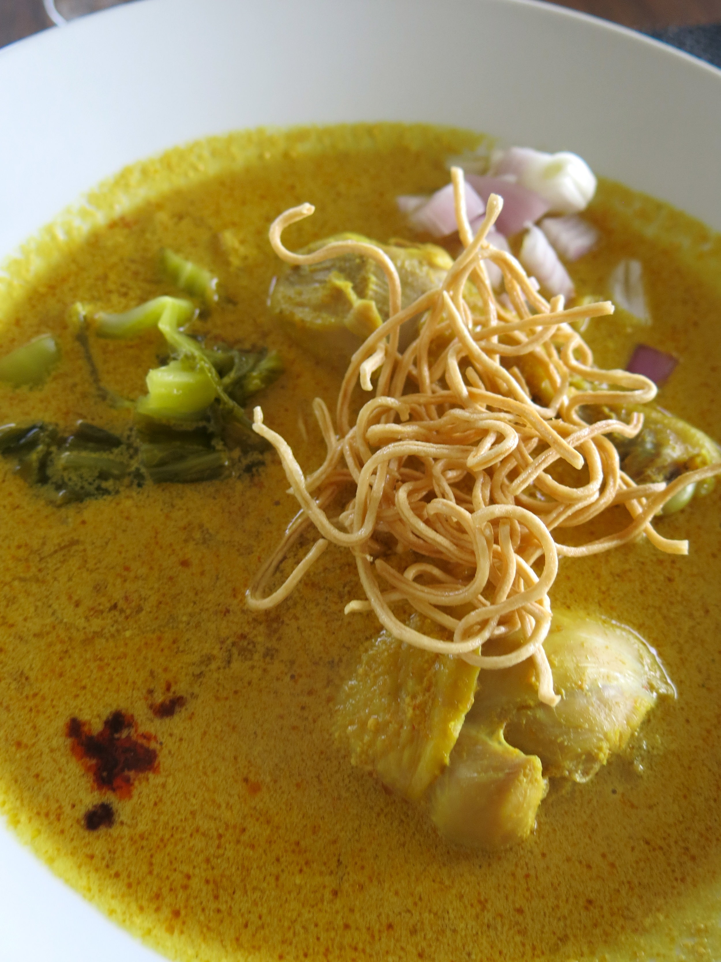 Khao Soi contains noodles and chicken drumsticks