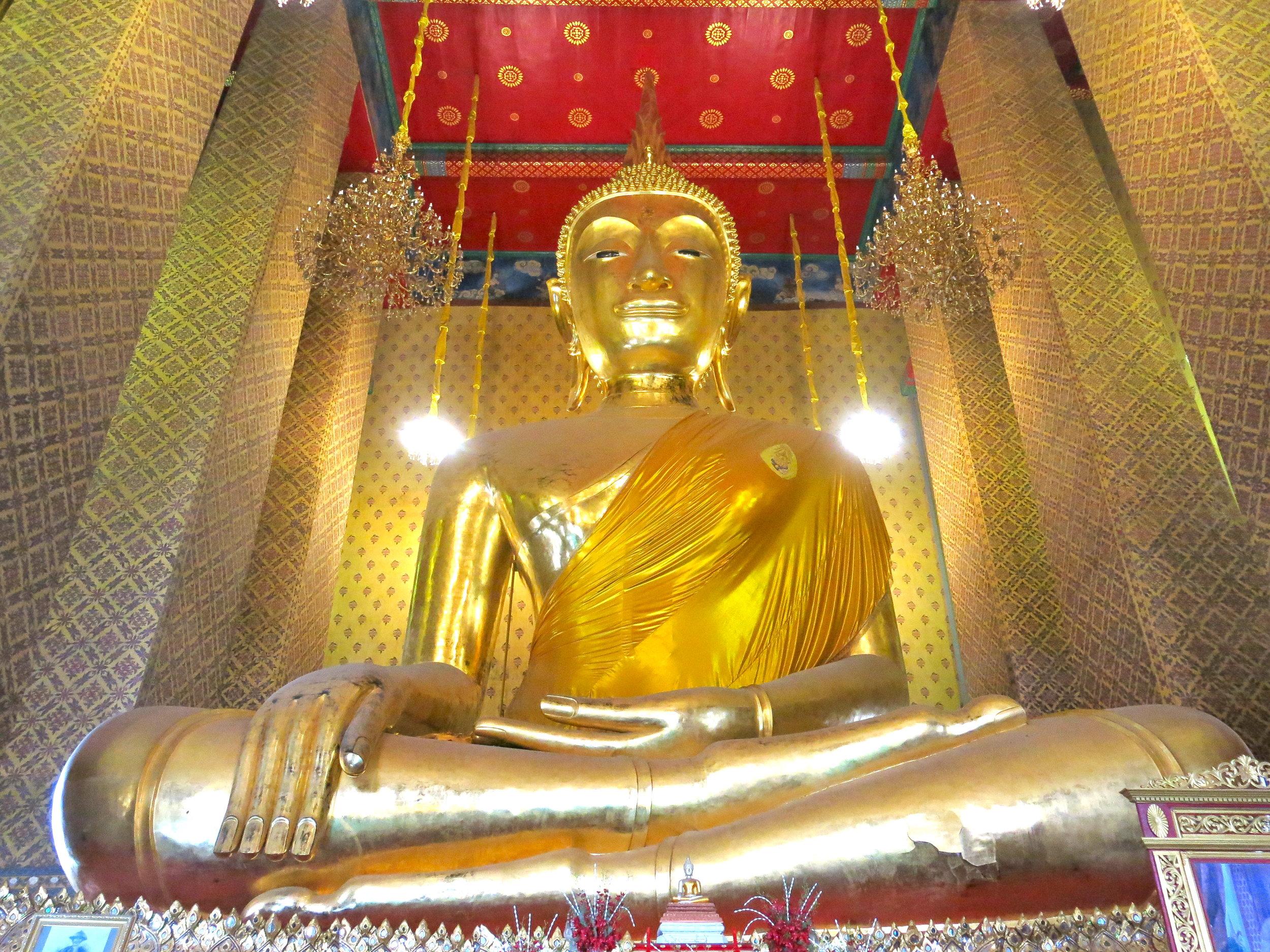 Giant Buddha at the Wat Kalayanamit