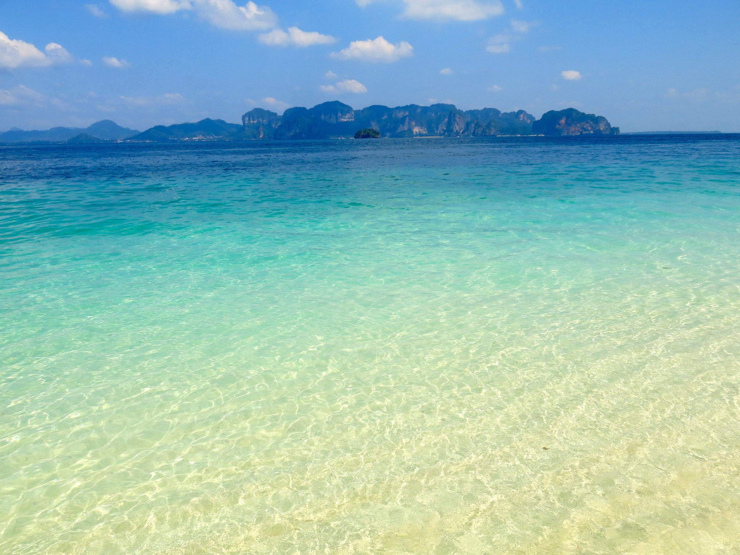 Turquoise sea at Koh Poda island with Railay in the horizon