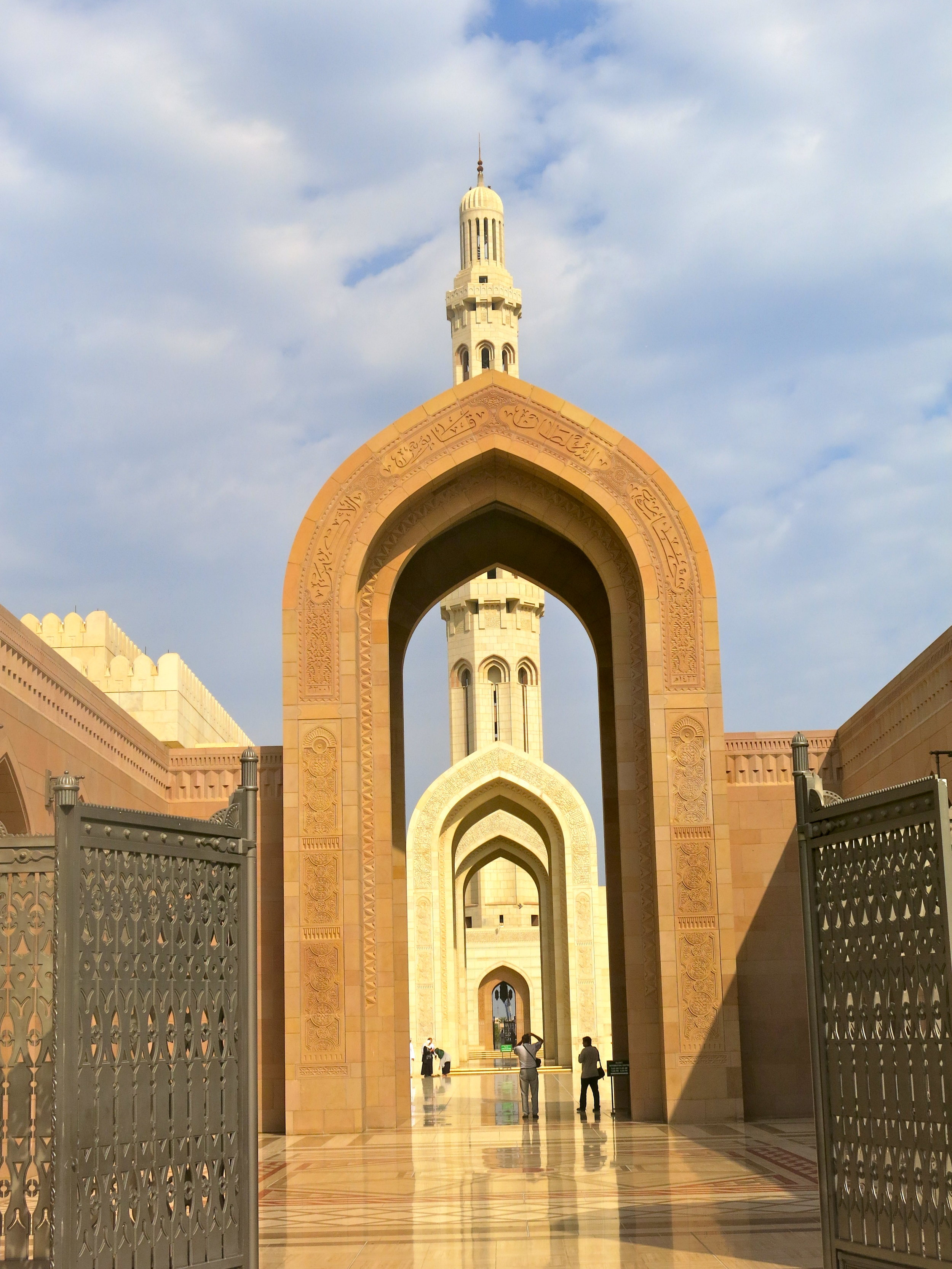 The Grand Mosque finished in 2001 can host 20'000 believers