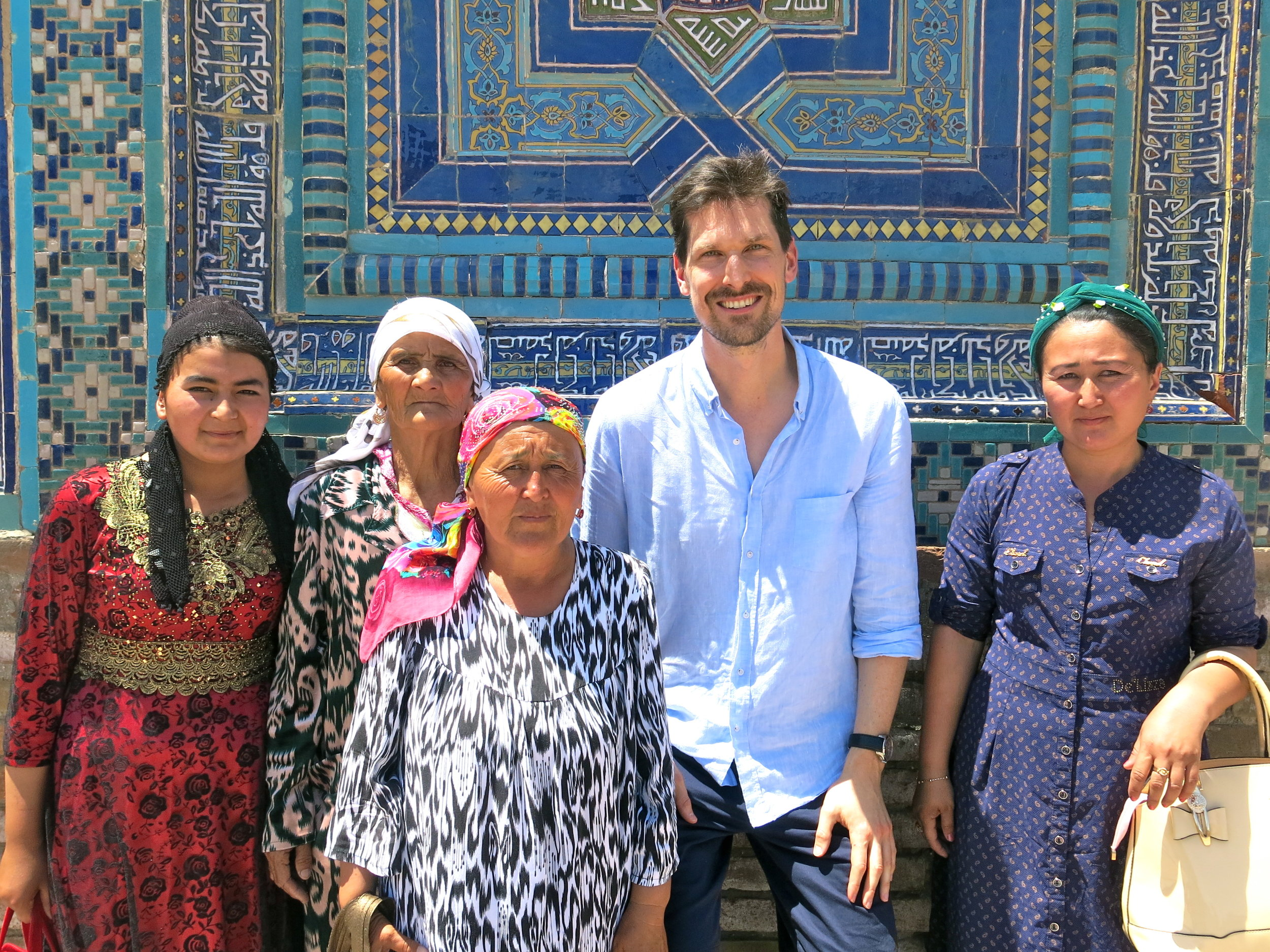 Meeting Uzbek women with their beautiful colorful dresses