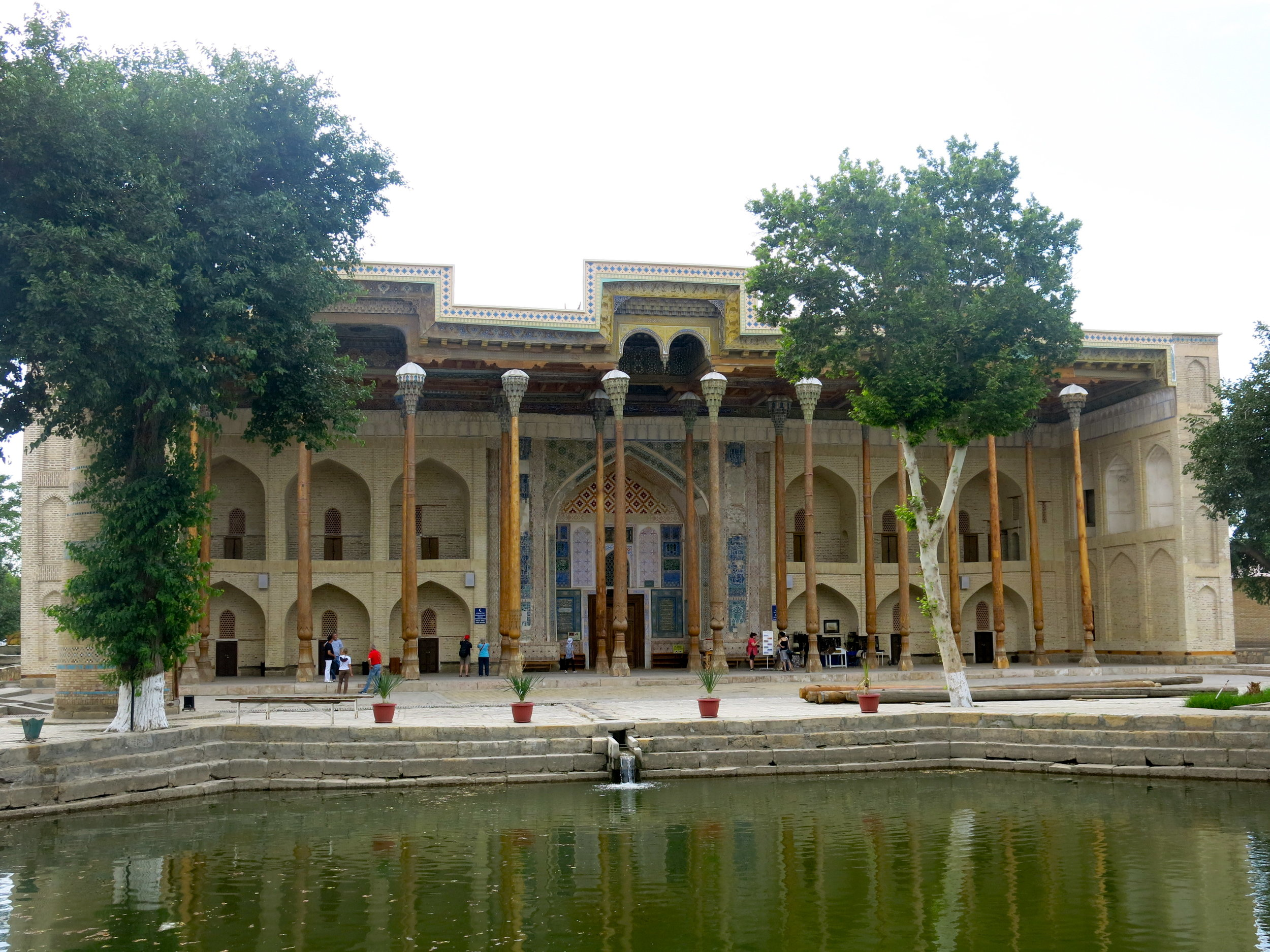 The entrance hall of Bolo-Hauz mosque with the reflecting pond