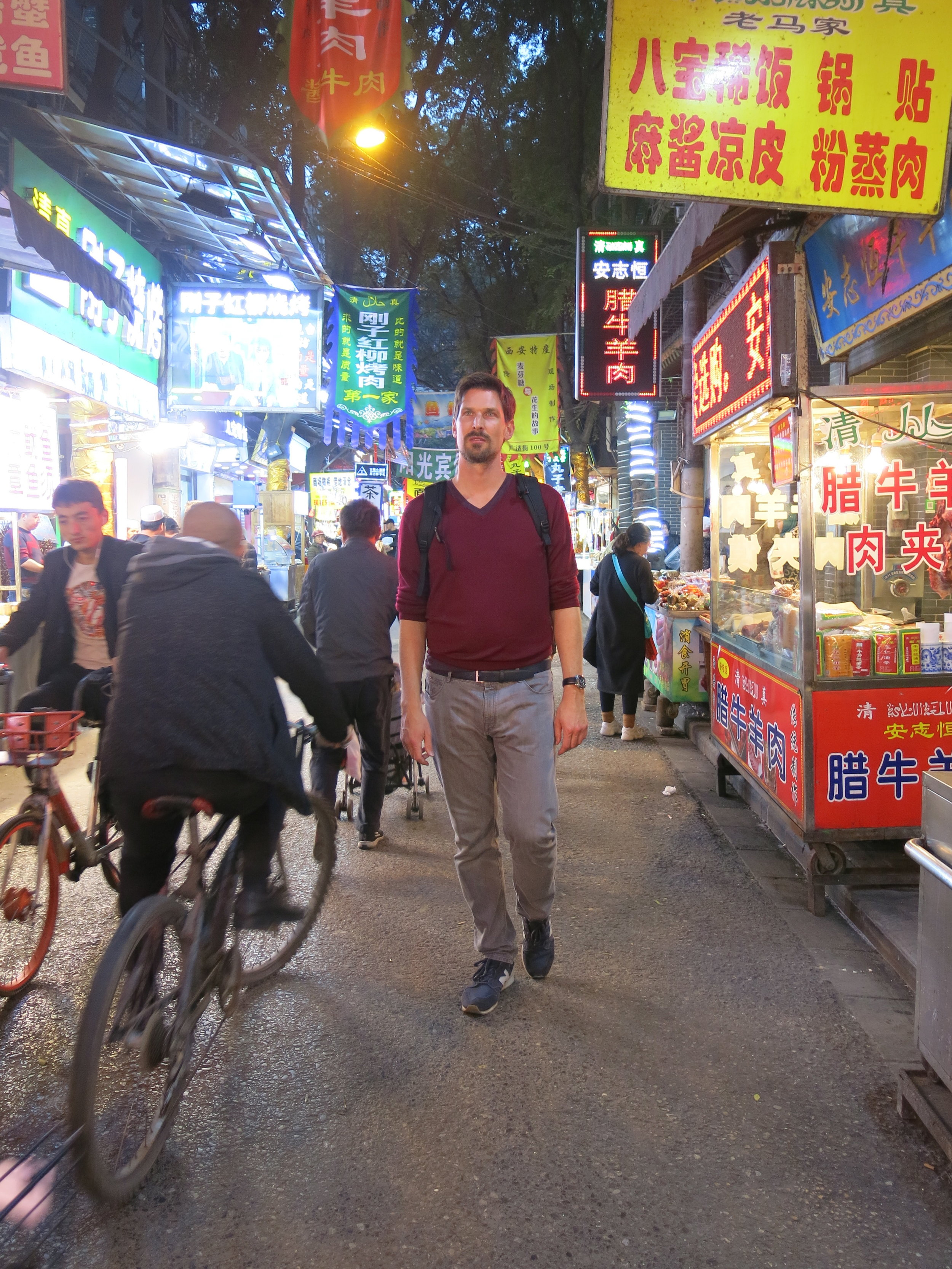 Wandering in the narrow streets of the Muslim Quarter in Xi'an