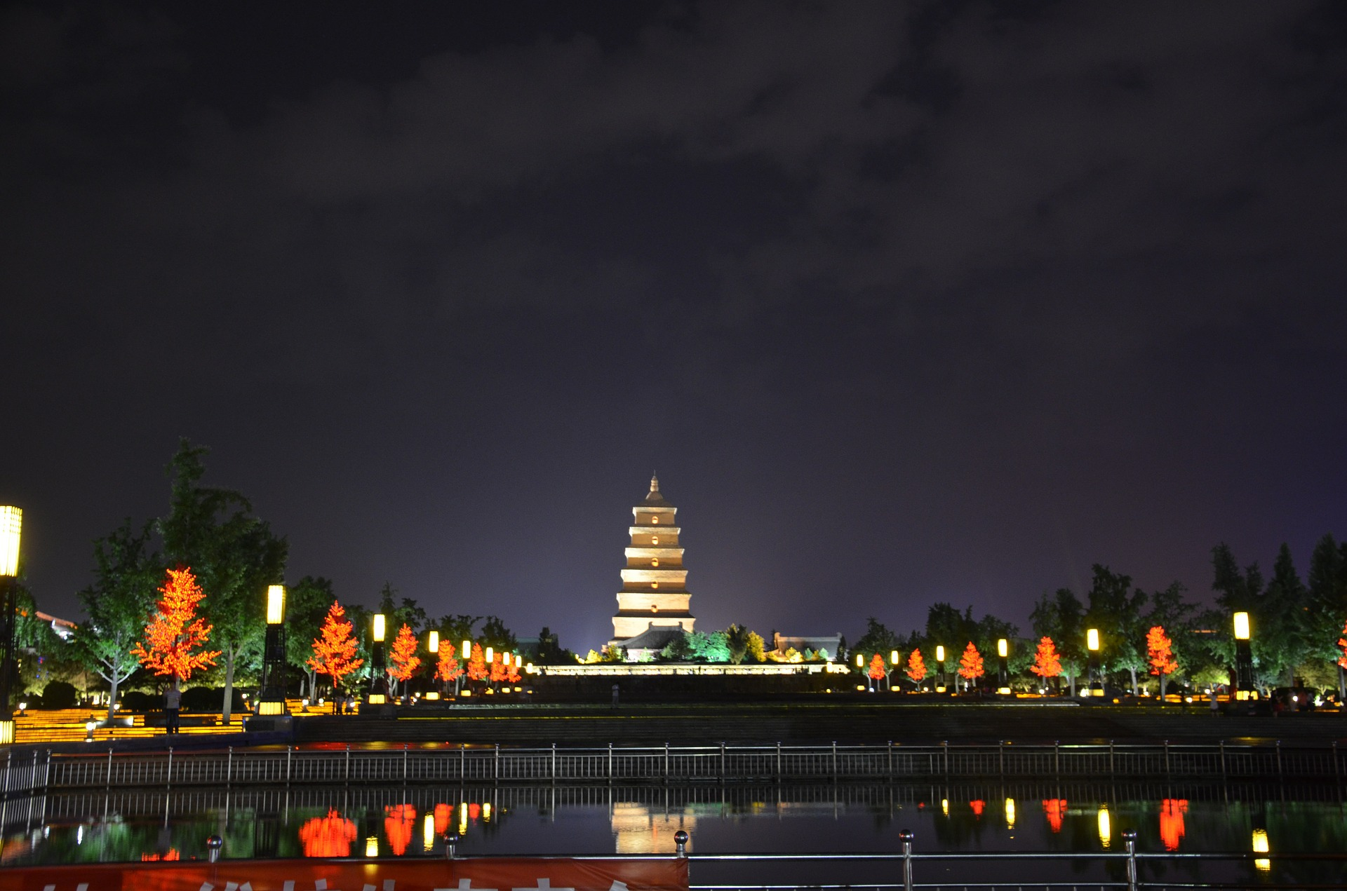 At night, the pagoda is enlightened