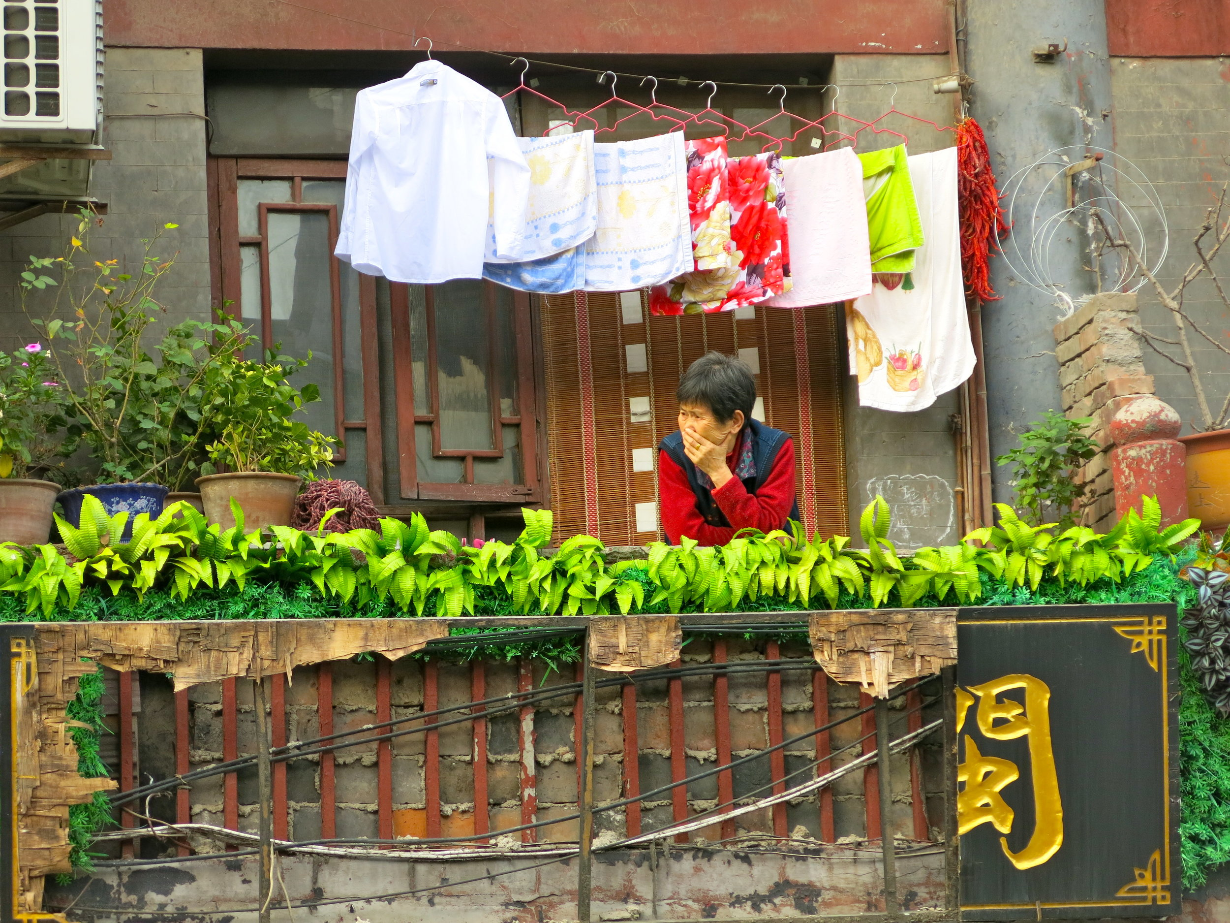 Shuyuanmen street kept the vibe of traditional China