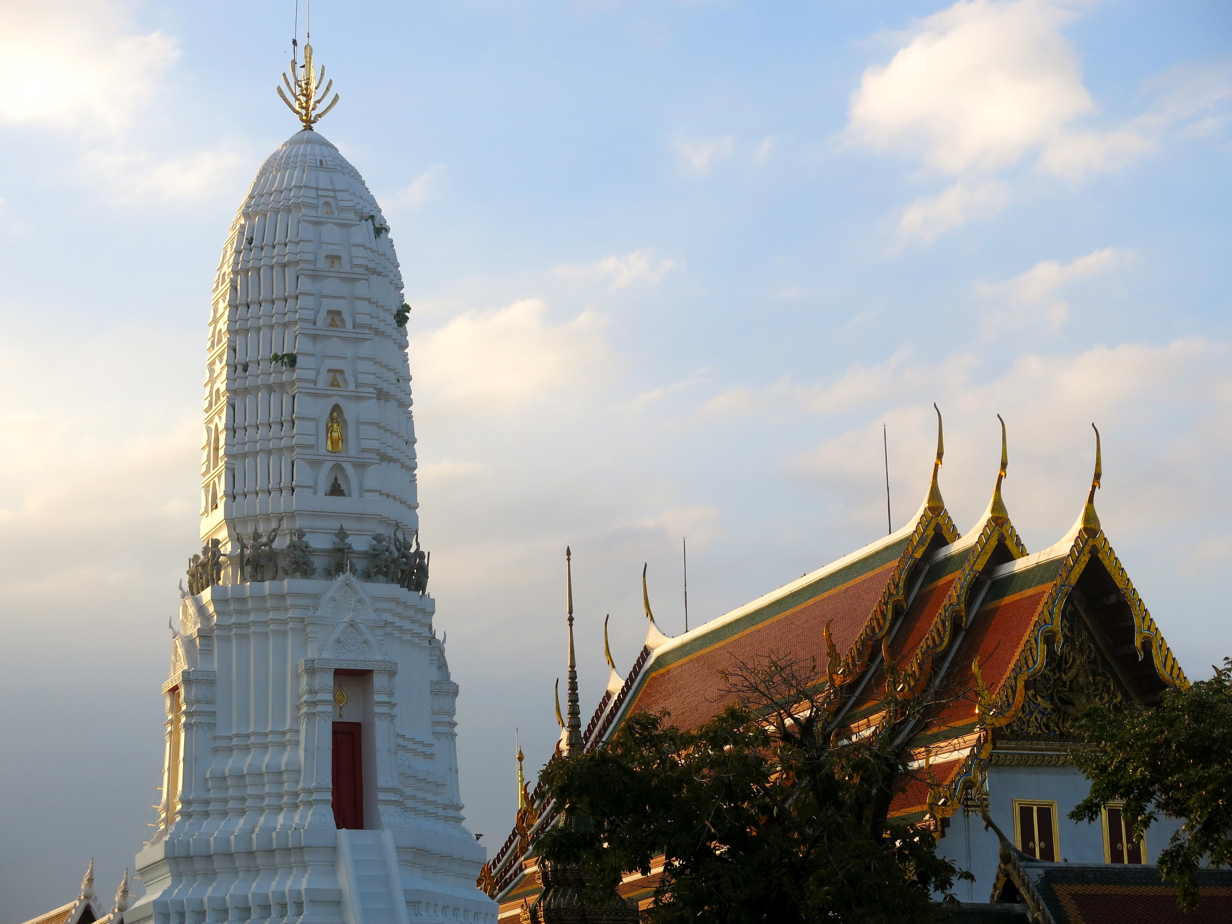 A prang is reserved to royal temples in Thailand