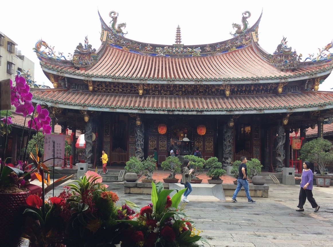 Bao'an Temple courtyard with dragon columns, Taipei