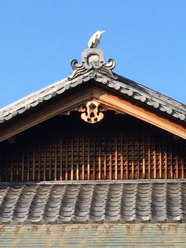 Real heron perched on rooftop at historic Shosei-en Garden in the heart of Kyoto