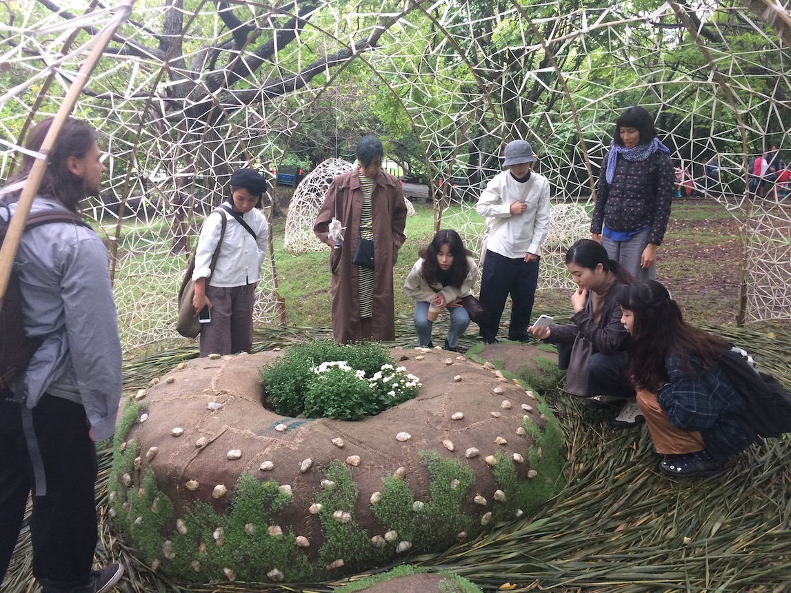 Students view artwork at Guandu Nature Park by Mexican artist Lua Rivera
