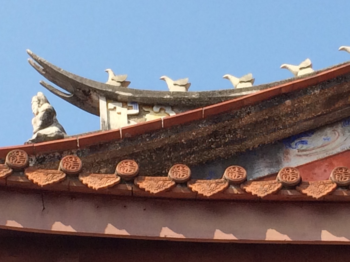 Tainan Confucius Temple roofline reveals surprising rows of birds