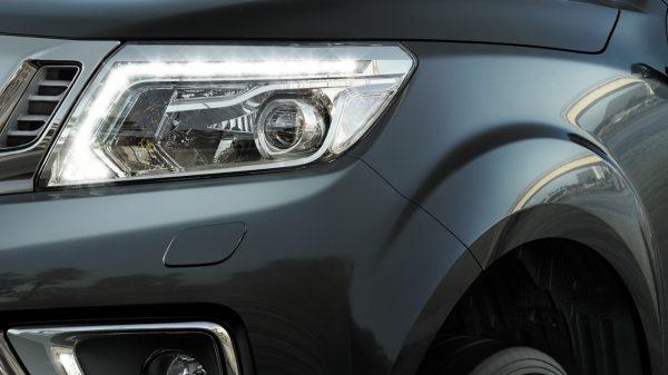 Nissan Navara Head Light