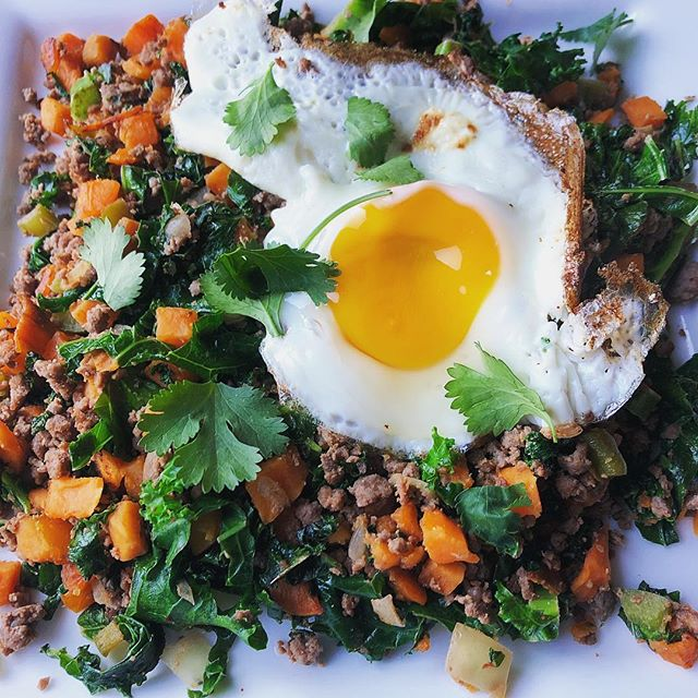 Does anyone else keep think its a Tuesday?? Realizing it's actually Thursday has served as a good pick-me-up at least a few times at work today. 😄 . Another #januarywhole30 breakfast: diced sweet potato, taco-seasoned venison burger, onions and peppers, kale, fried egg, and cilantro. As close to a taco as I'm gonna get in the foreseeable future 🌮
