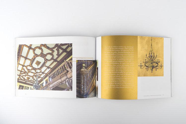 Goedens-Broschuere-design-offen-quer-text-auf-gold.jpg
