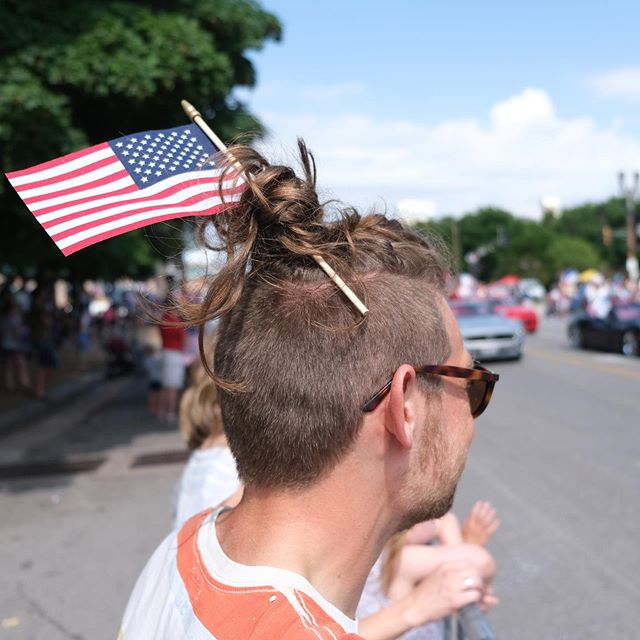 Gone a bit native at St Louis' 4th July parade. In American parades, they hand out candy. Who'd have thought? . . . . . . . . . . . . . #stlouis #missouri #travel #independenceday #4thjuly #parade