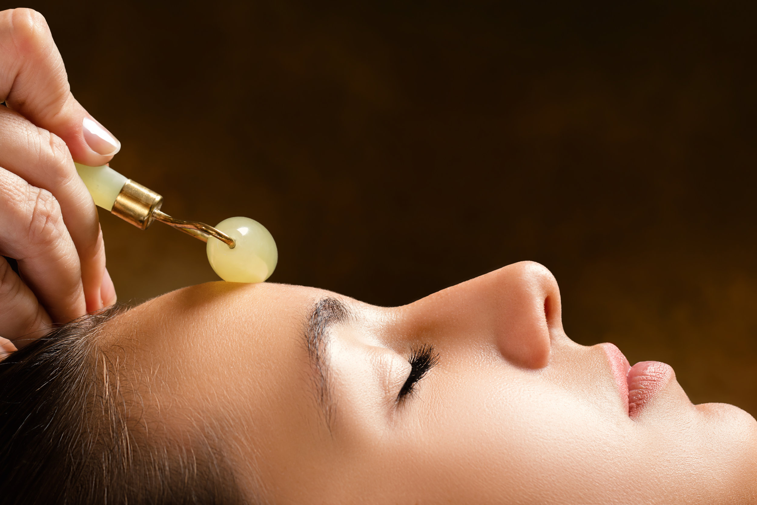 FACIAL LYMPHATIC DRAINAGE(WITH JADE ROLLERS & VIBRATION RODS) -