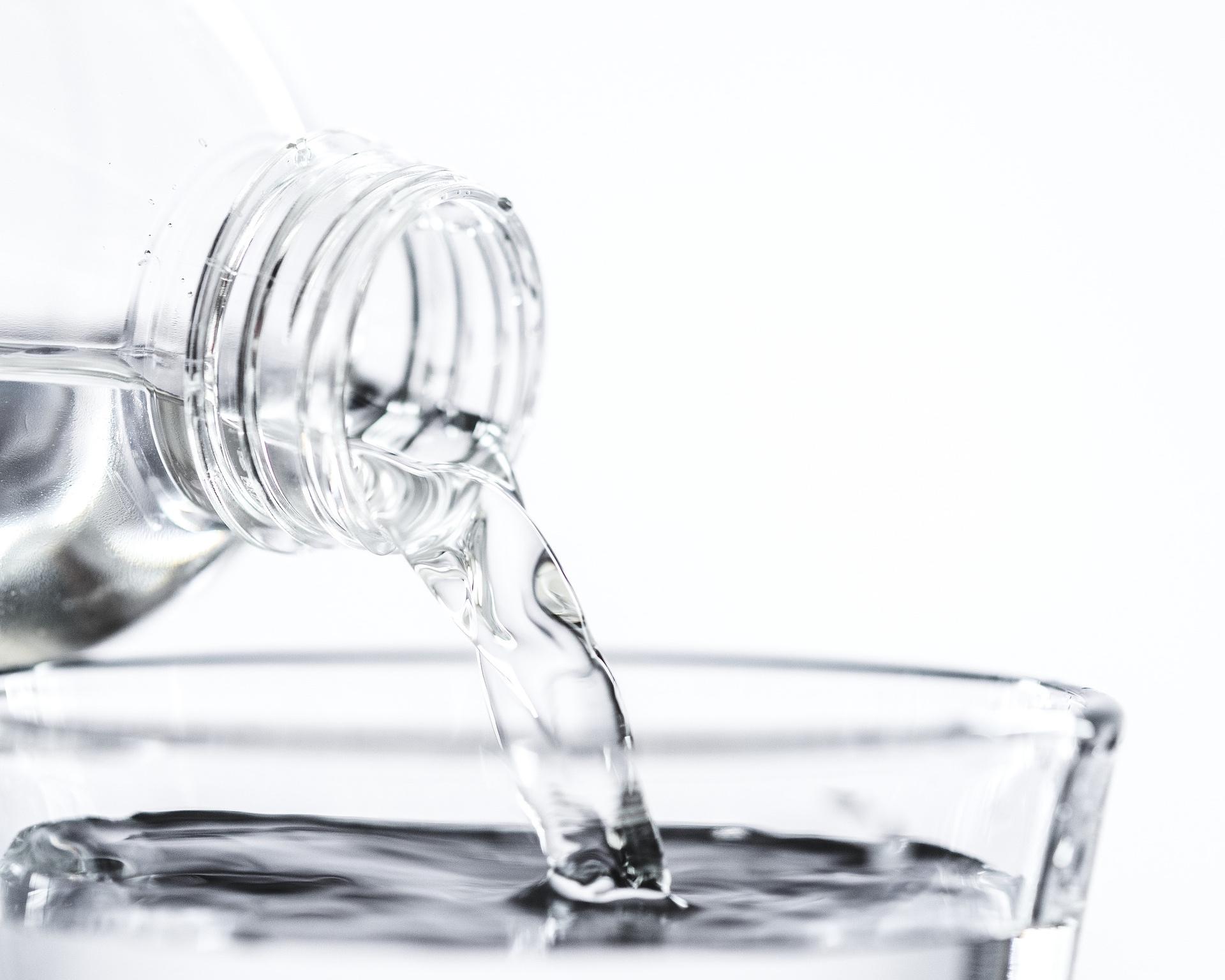 Mantenere una buona Idratazione - Il muscolo è fatto in gran parte di acqua e se non si beve abbastanza l'organismo attingerà da questa riserva, riducendo così la massa muscolare.