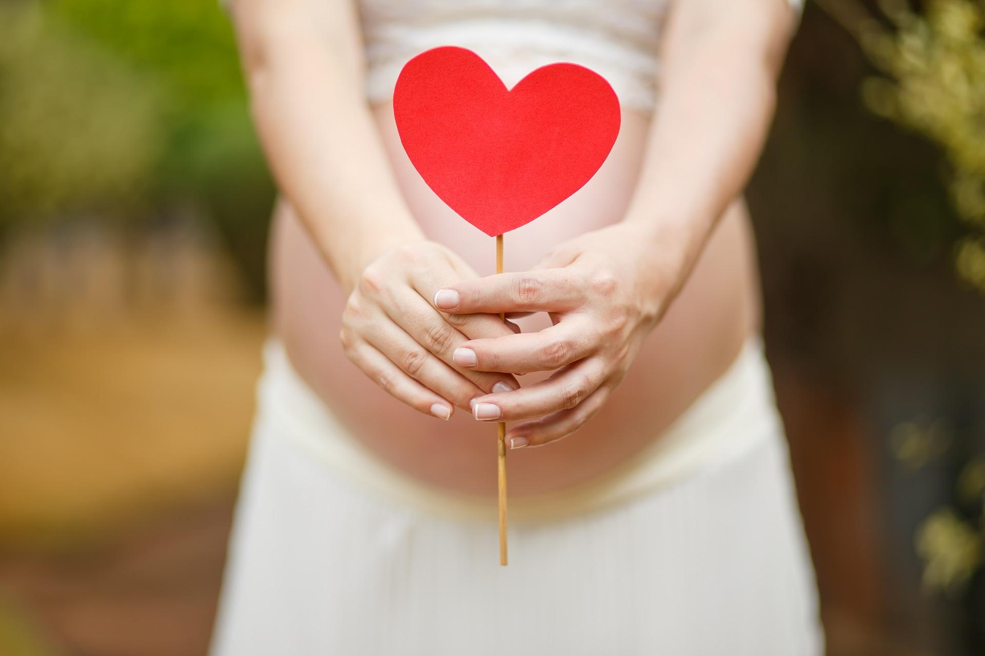 La cosa più importante èvivere questo momento di cambiamenti con grande serenità, perchè la gravidanza è un'esperienza unica e meravigliosa… - Dopo il parto, in tempi dovuti, la pelle tornerà equilibrata ed elastica come prima.