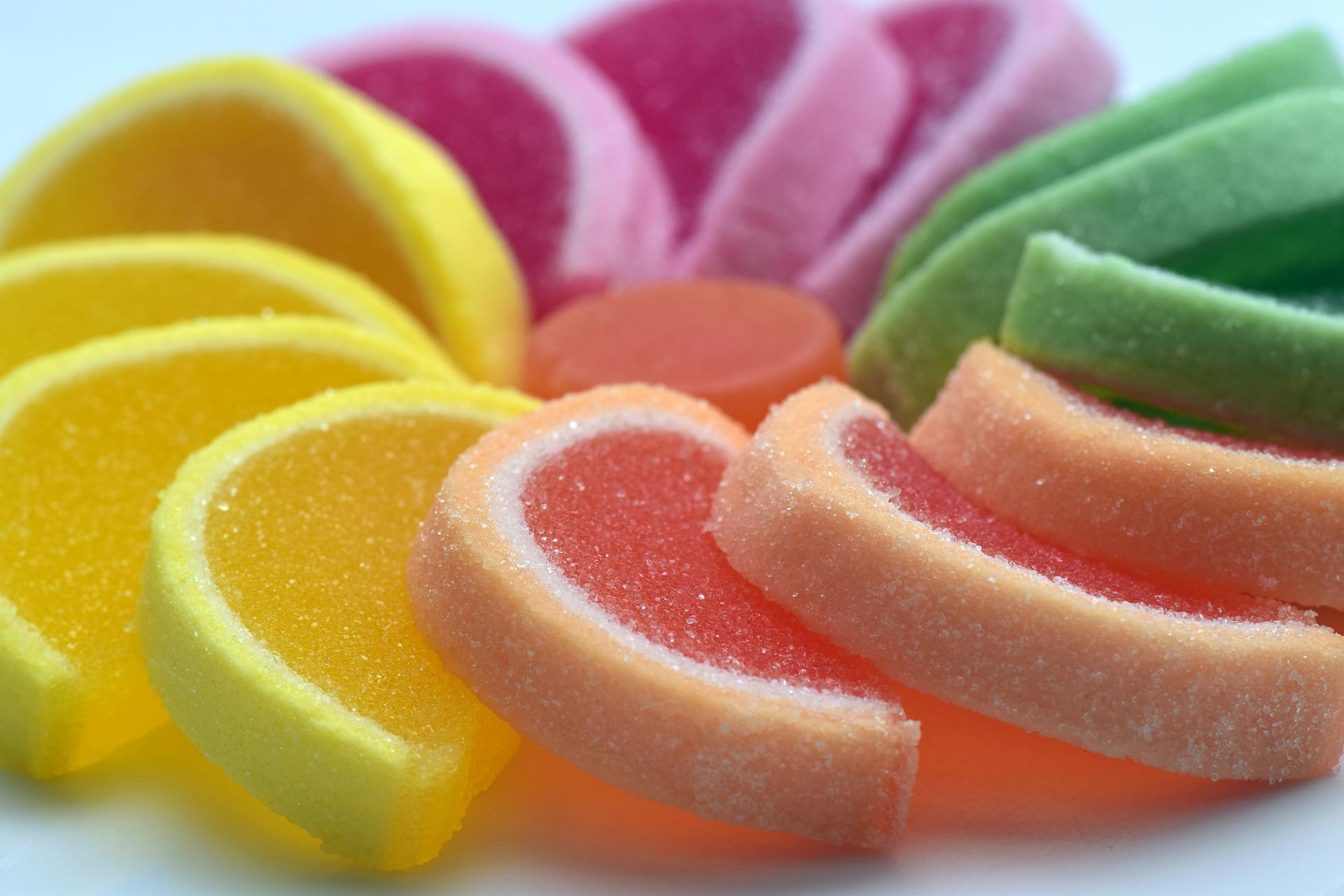 Evita il più possibile lo zucchero! - Lo zucchero si trova in molti alimenti e bevande: carboidrati, merendine, snack a base di amido di mais, bibite gassate e molto altro…