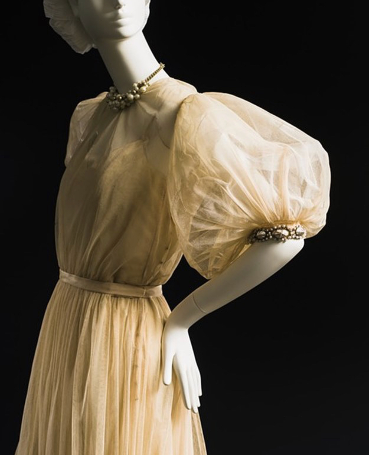 Mainbocher, gathered sleeve, 1940's.