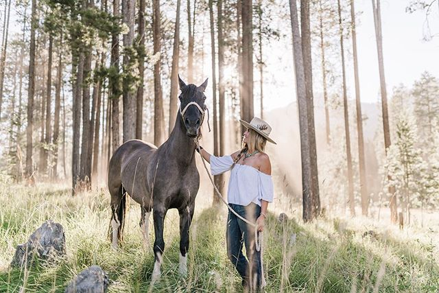 Last week I got to do something a little different and take some photos of this beautiful human, @leahkp333 , and stunning horse, Patches. I'm so grateful for the fun I've been able to have working as a photographer at Teton Village Trail Rides the last few months.  I've been able to work with some pretty amazing people.