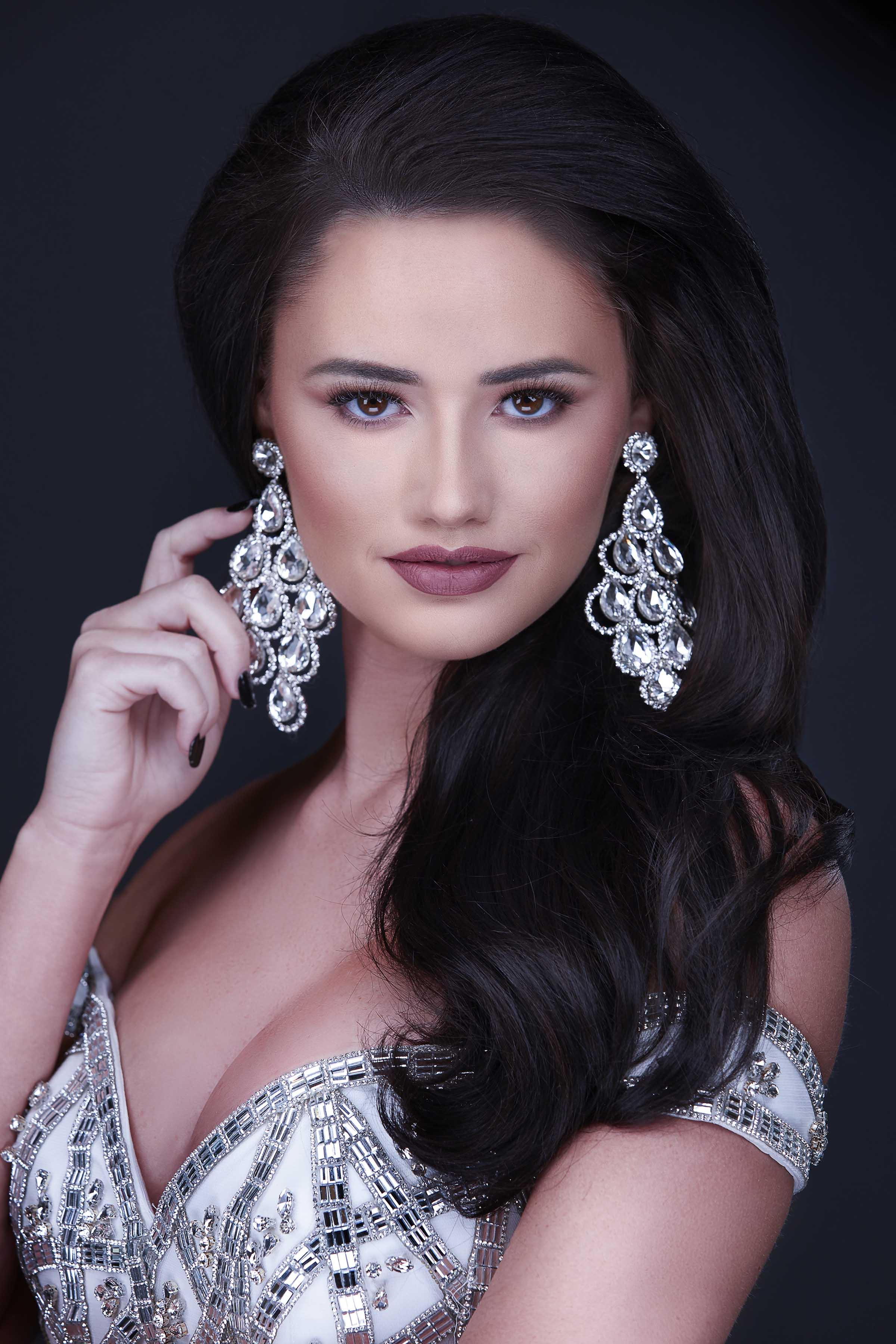 Ashleigh-bedwell-miss-missouri-runner-up-pageant-headshot-jodie-kelly.jpg