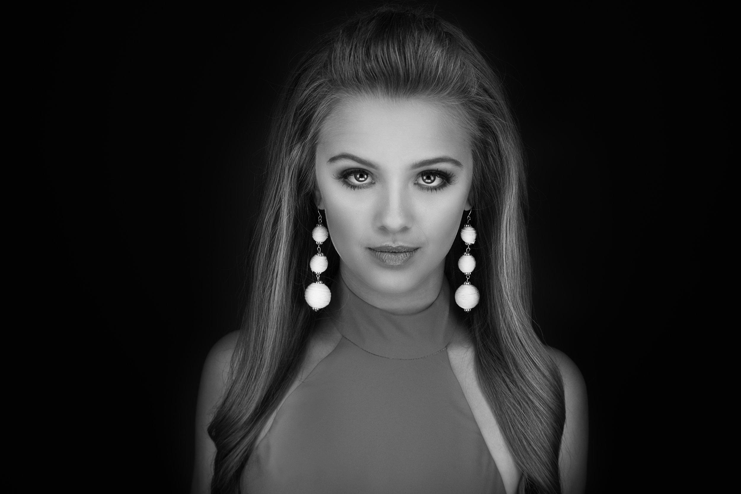 Black_White_headshot_fashion_pageant_Miss_arkansas_jr_high_america_jodie_Kelly_photography.jpg