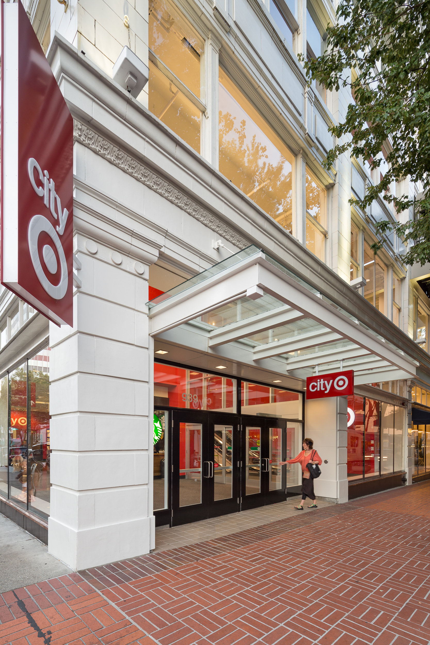 07-Galleria-JoshPartee-9443-sw-entry-people.jpg
