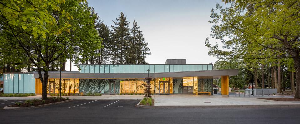 Shute Park Library / Hennebery Eddy Architects