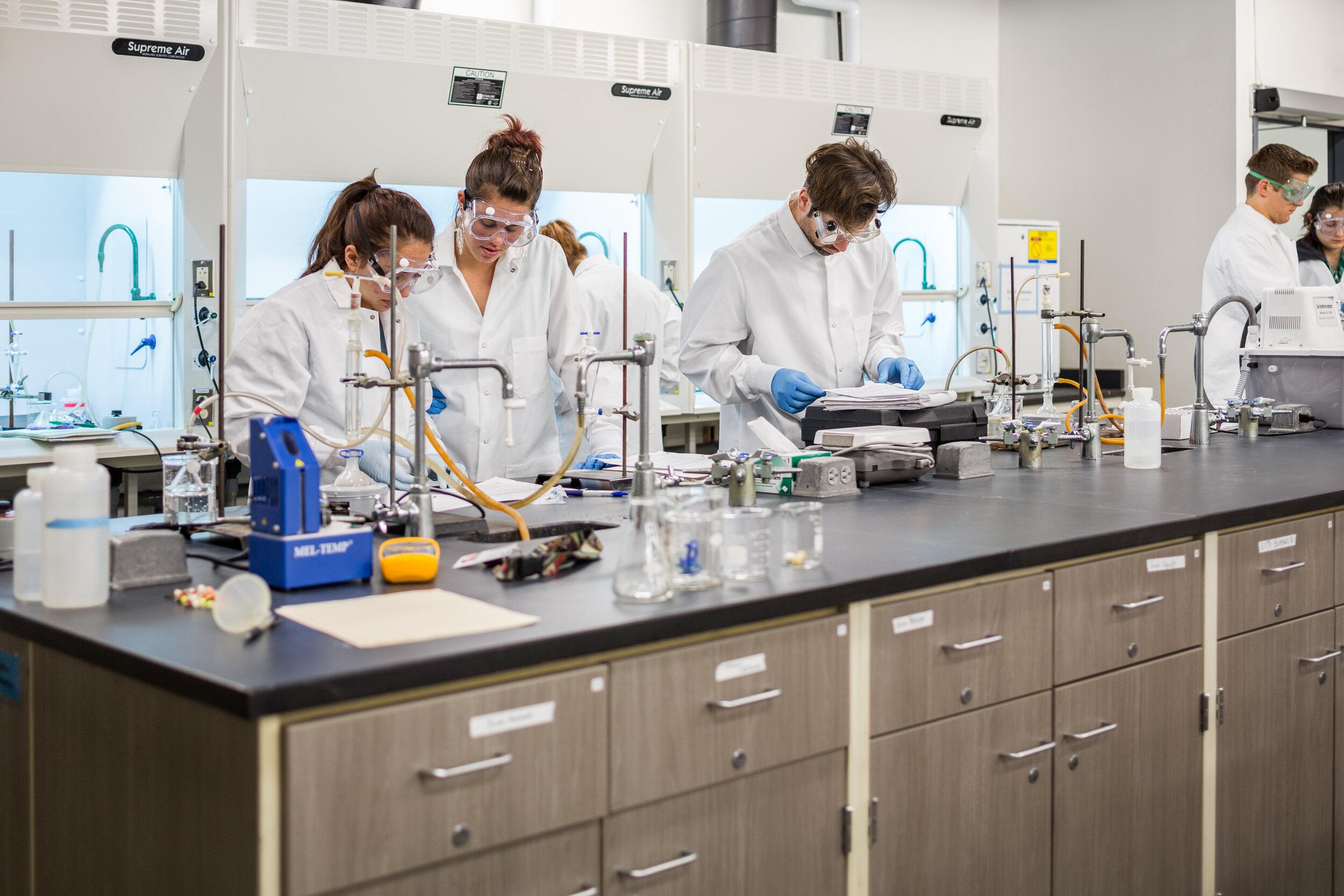 66-LewisClark-Lab-JoshPartee-3988-chem-students.jpg