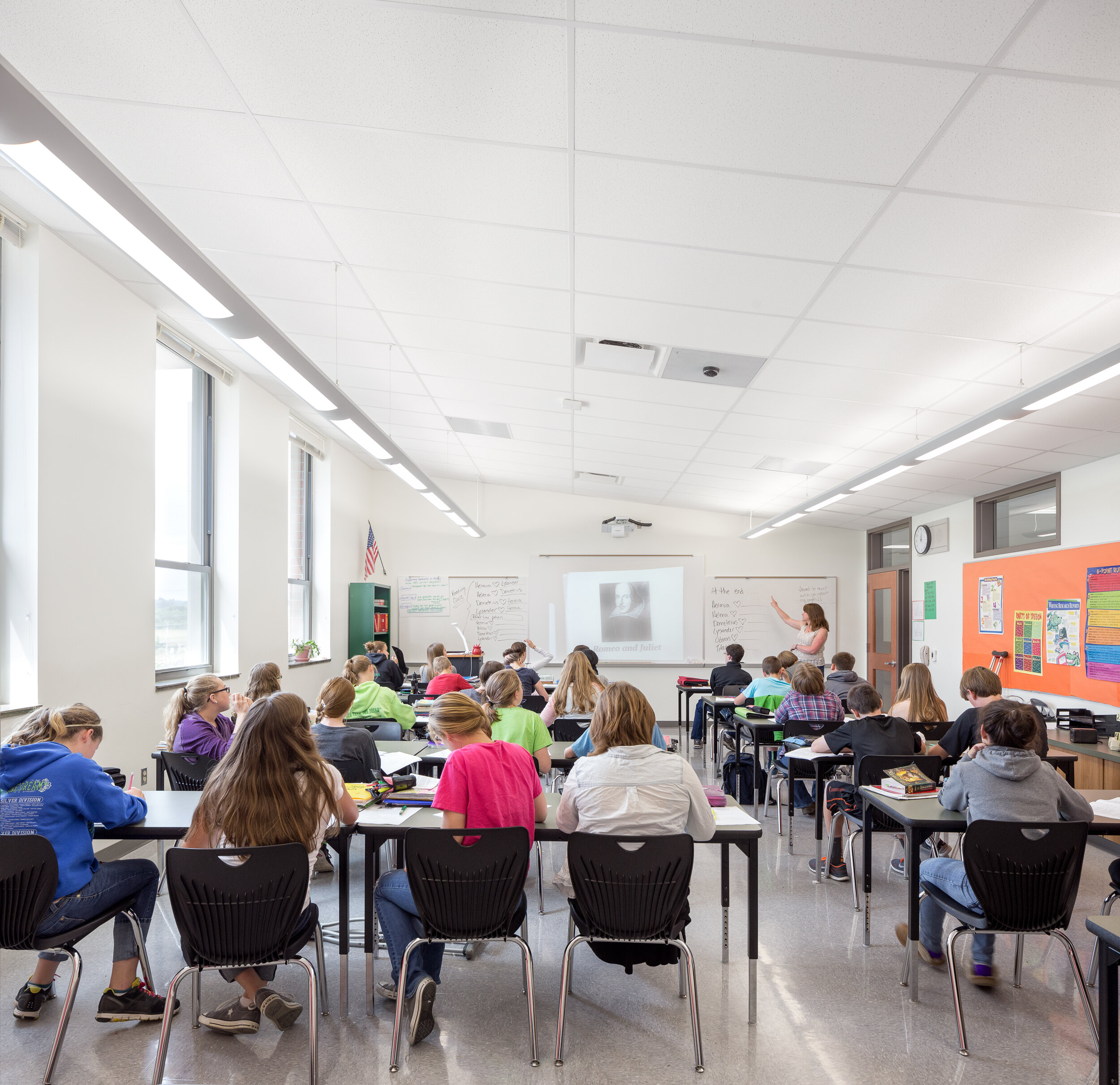 78-BanksMS-JoshPartee-0923-classroom.jpg