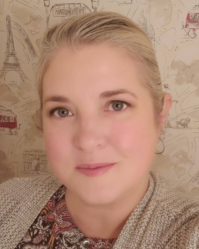 I'm 44 y'all!!! This year has been rough, but I'm still kickin, and I had a fabulous Birthday weekend. Big plans to get going again with my Weightloss and the Blog. Hopefully you'll start seeing/hearing from me on the regular soon! #mybirthday #selfie #blogger #imback #newmakeup