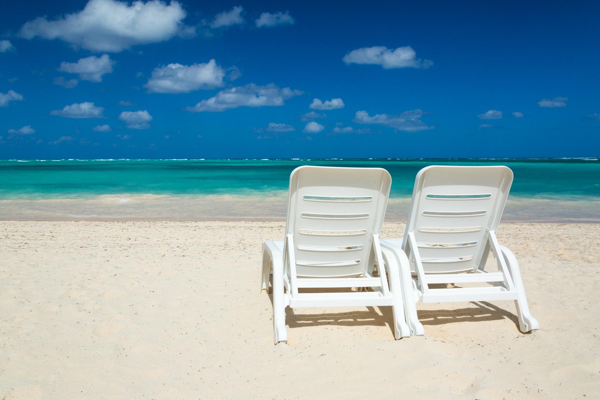 beach-chairs-and-sea-14883024251V4.jpg