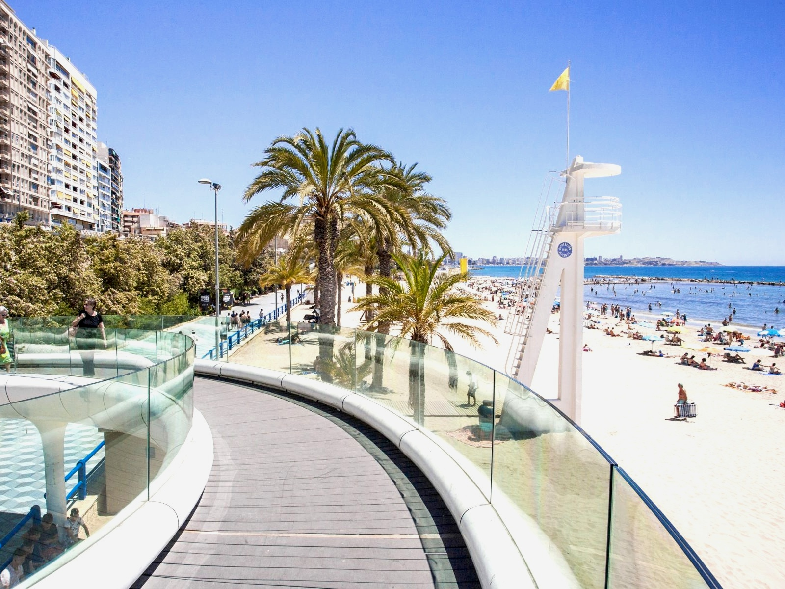 Alicante – Playa del Postiguet - Situated in the centre of Alicante city, this beach provides a clear view of the Mediterranean along with disabled access. With the proximity to the city, you'll have access to plenty of eateries, bars, discos, shopping malls, and so much more.