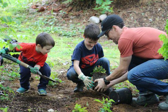 volunteer_kidsplanting_blog.jpg
