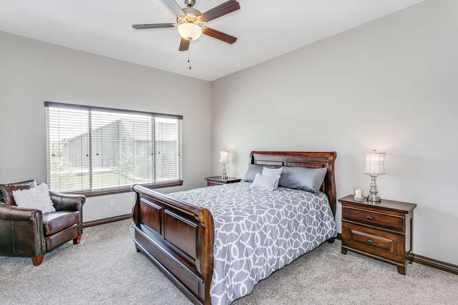 4312 N Ridge Port St Wichita-small-013-13-Master Bedroom-666x445-72dpi.jpg