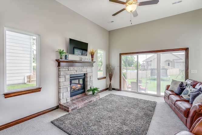 4312 N Ridge Port St Wichita-small-021-29-Family Room-666x445-72dpi.jpg