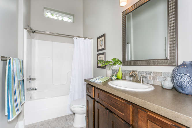 4316 N Ridge Port St Wichita-small-028-28-Bathroom-666x445-72dpi.jpg