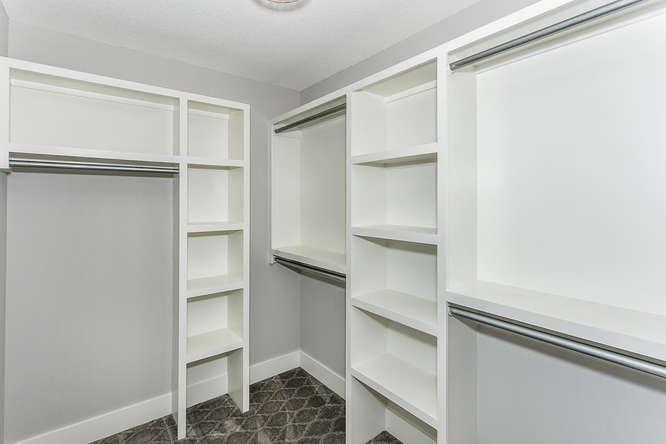 6305 Driftwood Wichita KS-small-024-30-Master Closet-666x444-72dpi.jpg