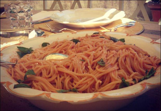 food-pomodoro-pasta-main-2.jpg