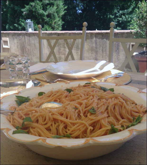 food-pomodoro-pasta-1.jpg