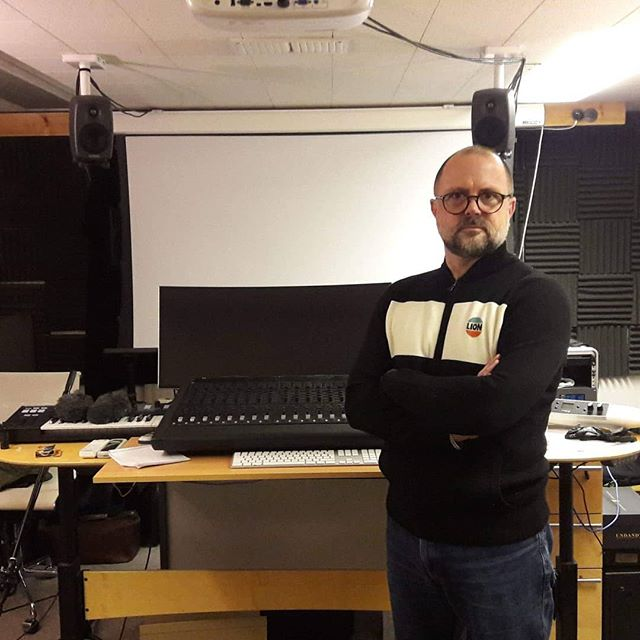 Accio new episode! This time I had the pleasure of talking to the supervising sound editor of the second half of the Harry Potter franchise, James Mather. He was kind enough to make some time for me at his studio in Twickenham while I was over in London over the new year, and we talked about how he started his career, reflecting the changing tone of the Harry Potter films through the soundtrack, and Tom Cruise's feedback on the mission impossible films. Thanks to Jamyka Blattman for the editing!  Listen on Apple Podcasts, Spotify, any podcast streaming service or at link below. #jamesmather #soundediting #harrypotter #sounddesign #orderofthephoenix #missionimpossible #soundrecording #sound #soundpodcast #film #filmmaking #filmpodcast #magic #protools #sounddesignpodcast #twickenham #twickenhamstudios